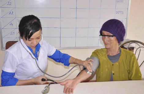 """Vững vàng trên """"trận tuyến"""" bảo vệ và chăm sóc sức khỏe nhân dân"""