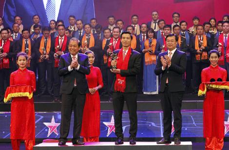 Trao giải thưởng Sao Đỏ - Doanh nhân trẻ Việt Nam tiêu biểu 2017