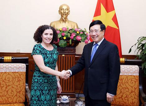 Phó Thủ tướng Phạm Bình Minh tiếp Đại sứ Uruguay