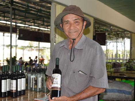 Nông dân – doanh nhân  Nguyễn Văn Mọi: Luôn miệt mài để  gia tăng giá trị cho cây nho
