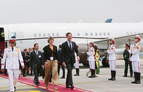 Thủ tướng Hà Lan bắt đầu thăm chính thức Việt Nam