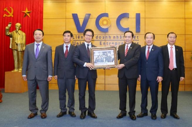 """VCCI: """"Mái nhà chung"""" của  cộng đồng doanh nghiệp"""