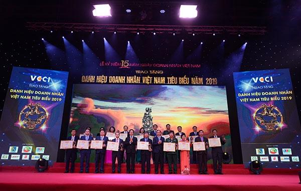 Doanh nhân Việt Nam tiến bước hùng cường