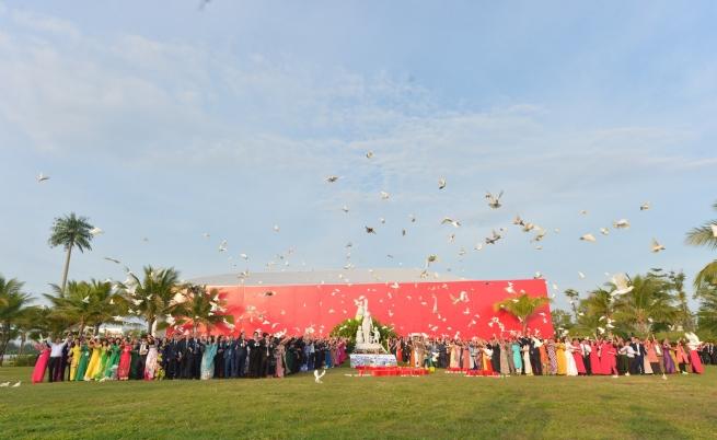 Doanh nhân Việt Nam hội tụ bên tượng đài Mẫu tại Đà Nẵng
