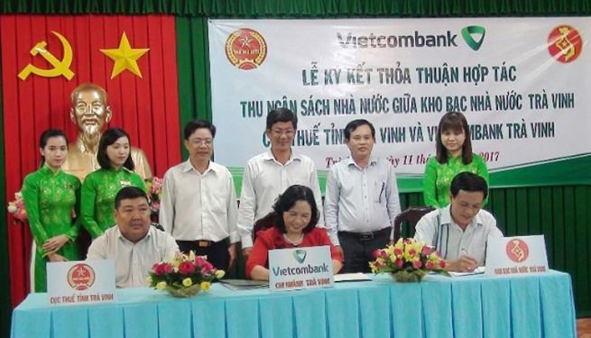Vietcombank Trà Vinh đẩy mạnh phát triển thanh toán không dùng tiền mặt