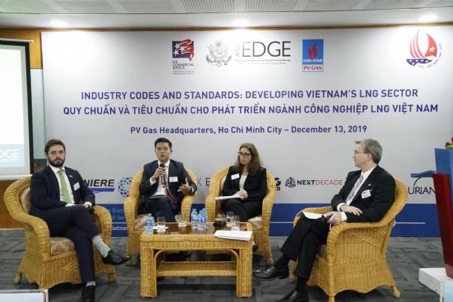 """PV GAS tổ chức hội thảo """"Quy chuẩn và tiêu chuẩn cho phát triển LNG Việt Nam"""""""