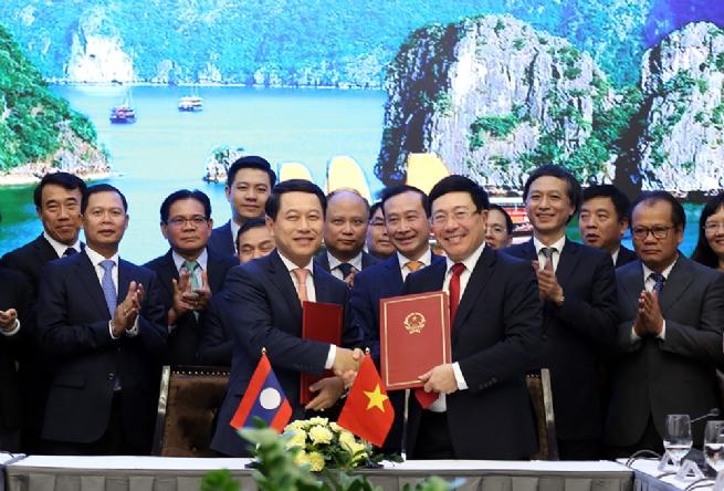 Việt Nam, Lào ký chương trình hành động hợp tác về ngoại giao kinh tế