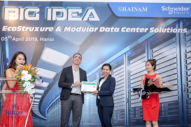 Schneider Electric IT Việt Nam ký kết hợp tác chiến lược với  Hải Nam