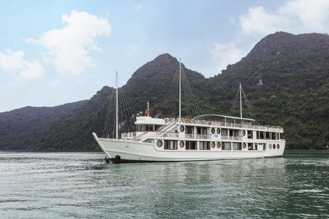Đặt chỗ liền tay nhận ngay ưu đãi Vàng cùng Oriental Sails