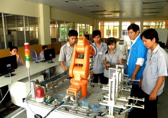 Trường Cao đẳng nghề Việt Nam - Singapore: Cung cấp nguồn nhân lực chất lượng cao