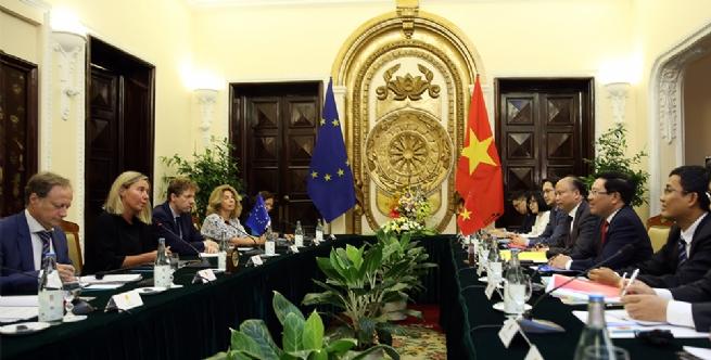 Phó Thủ tướng Phạm Bình Minh hội đàm với Phó Chủ tịch Ủy ban châu Âu