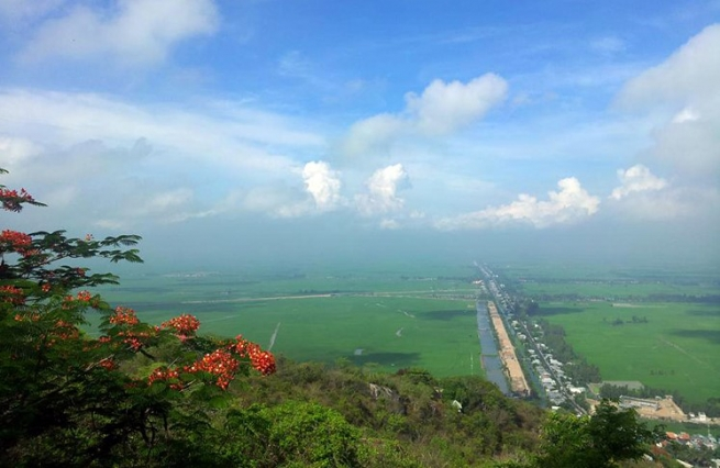 Vinh Te Canal Presents Historical Itinerary to Incredible Poetic Sky and Water