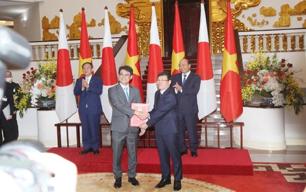 Vĩnh Phúc trao Giấy chứng nhận đầu tư cho Công ty TNHH TOTO Việt Nam