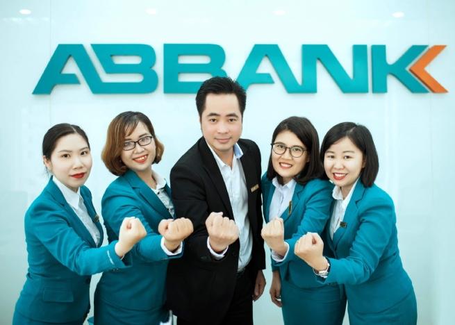 ABBANK ủng hộ thêm 2 tỷ đồng hỗ trợ Bệnh viện Bạch Mai trong giai đoạn cao điểm chống dịch COVID-19