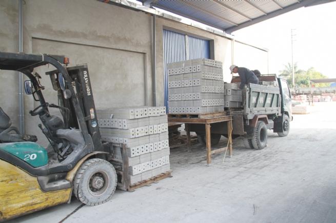 Công ty TNHH Hòa Phát: Sản xuất gạch không nung,  thân thiện với môi trường