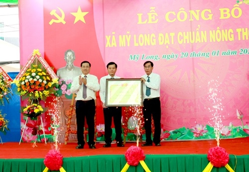 Dong Thap Certifies Eight Communes Meeting New Countryside Standards