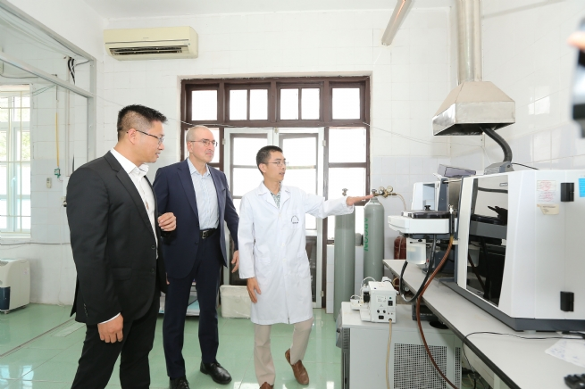Tetra Laval Group Donates €80,000 Medical Equipment to Ha Nam Province's CDC towards COVID-19 Relief Efforts