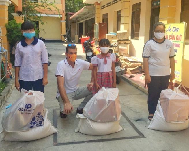 Kone Việt Nam chung tay hỗ trợ học sinh có hoàn cảnh khó khăn vượt qua đại dịch Covid-19