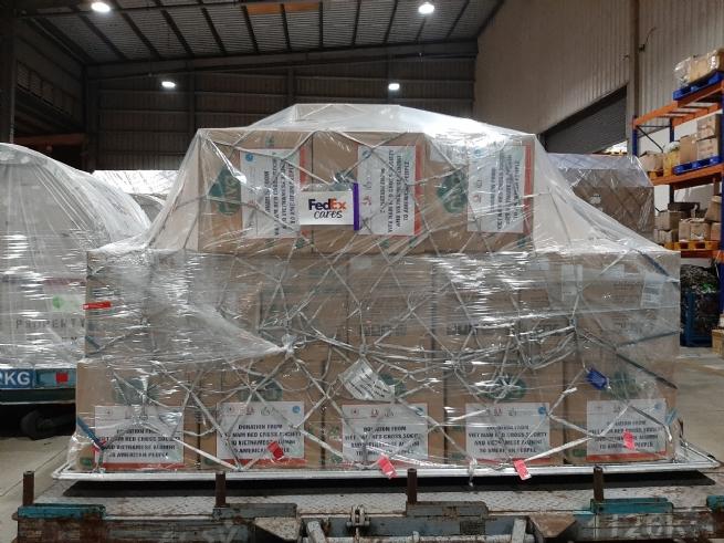 FedEx miễn phí vận chuyển lô hàng cứu trợ của Việt Nam đến Hoa Kỳ