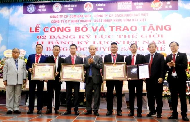 Lần đầu tiên thương hiệu sản xuất đất sét nung Việt Nam lập cú đúp Kỷ lục Thế giới