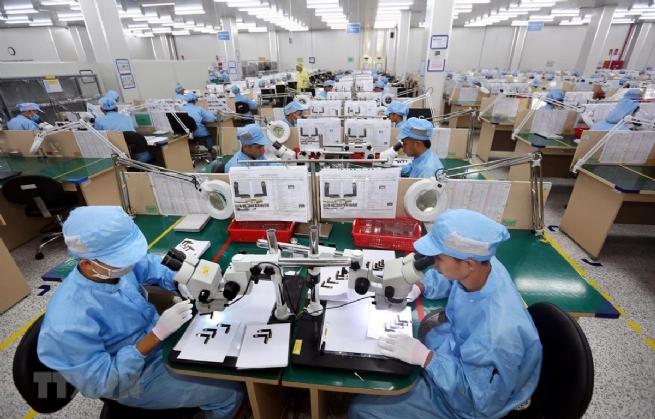 """Công ty TNHH Young Poong Electronics Vina (KCN Bình Xuyên II): Nỗ lực thực hiện """"mục tiêu kép"""""""