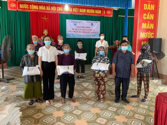 Đại sứ quán Bỉ tặng 10 tấn gạo cho lao động tự do nữ bị ảnh hưởng bởi Covid-19 tại tỉnh Hà Tĩnh