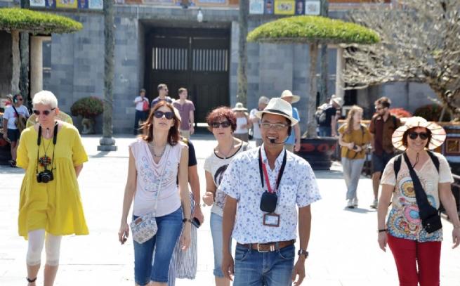 Hướng dẫn thủ tục hỗ trợ hướng dẫn viên du lịch gặp khó khăn do COVID-19